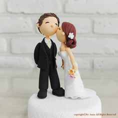Custom Wedding Cake Topper -Kiss him on the cheek – The little thins – Event planning, Personal celebration, Hosting occasions Bride And Groom Cake Toppers, Custom Wedding Cake Toppers, Wedding Topper, Wedding Cake Designs, Wedding Ideas, Wedding Snacks, Cake Templates, Funny Cake, Wedding Cakes With Cupcakes