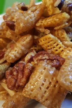 Sweet Party Mix This is a great snack mix. Wherever I bring this, I am asked for the recipe. You can't stop eating it! Snack Mix Recipes, Yummy Snacks, Gourmet Recipes, Appetizer Recipes, Cooking Recipes, Yummy Food, Snack Mixes, Nutritious Snacks, Cereal Recipes