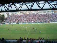 Estadio Oreste Granillo, propiedad de la comunidad de Reggio Calabria, abierto desde 1999 y capaz para 27.500 personas. Casa de la Reggina Calcio