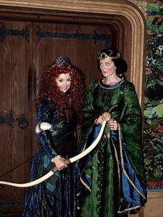 Crowned Merida and her mother (Gosh those characters look perfect! Especially Queen Elinor!)