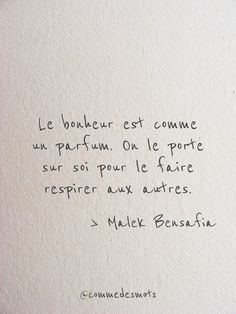Le bonheur est comme un parfum - ~Inspiration~ - Citations Positive Mind, Positive Attitude, Positive Quotes, Best Quotes, Love Quotes, Inspirational Quotes, Motivational Quotes, Style Quotes, Words Quotes