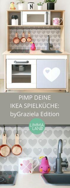 IKEA Spielküche pimpen - mit dieser besonderen Edition von byGraziela. Die Herzen gibt ein drei Farbkombination von schlicht bis knallig und du kannst sogar einen Wunschnamen auf der Folie einsetzen. Da macht die kleine IKEA Spielküche jeder großen Designerküche Konkurrenz!