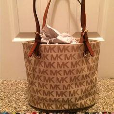 4e13a58275c 112 Best Michael Kors bags images   Handbags michael kors, Michael ...