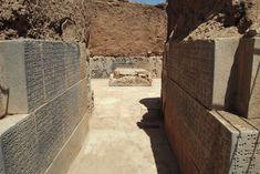 """Ayanis kalesi ve Haldi tapınağı/Van/// Ayanis Kalesi, M.Ö. 685 ve 650 tarihleri arasında Urartu Krallığı'nın başında bulunan kral II. Rusa tarafından inşa edilmiştir. Yapılan arkeolojik değerlendirmeler ve dendrokronolojik çalışmalara göre Ayanis Kalesi M.Ö. 673-72 tarihlerinden hemen sonra yapılmıştır. II.Rusa inşa ettirdiği bu kaleye """"Süphan dağının karşısındaki Rusa kenti"""" anlamına gelen (Rusahinili-Eiduru-kai) adını vermiştir. Van, Vans, Vans Outfit"""