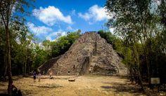 Si eres de esas personas que gusta de conocer lugares increíbles, te sugiero que agarres tu mochila y vayas a conocer el pueblo y la zona Arqueológica de Cobá.la pirámide de Coba más alta de Quintana Roo.