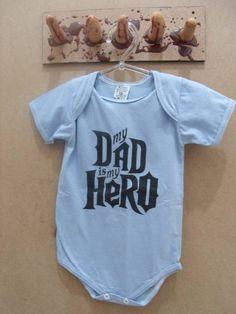 Body My Dad Is My Hero Cor: Azul R$ 30,00  www.elo7.com.br/dixiearte