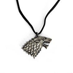 Der Spielzeugtester hat das Game of Thrones - Wappen Halskette - House Stark - Winter is Coming angeschaut und empfiehlt es hier im Shop. Game Of Thrones, House Stark, Winter Is Coming, Pendant Necklace, Gifts, Jewellery, Ideas, Crests, Neck Chain