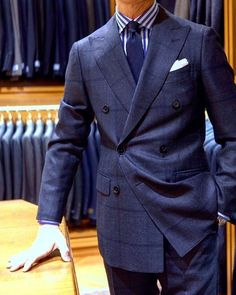 Continuing our recent exploration of the double breasted lapel and the many forms it may take, here, we see a very subtle lapel - that is… Costume Anglais, Suit Combinations, Herren Style, Mens Fashion Suits, Suit And Tie, Well Dressed Men, Dress Suits, Gentleman Style, Wedding Suits