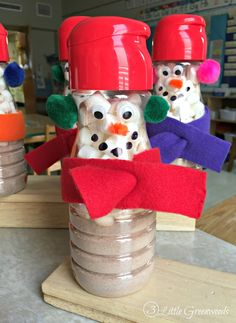 Coffee Creamer Snowmen are the perfect Christmas gifts for parents from their children! Teachers are going to love this recycled project made from plastic coffee creamer containers. Diy Christmas Gifts For Parents, Christmas Presents To Make, Homemade Christmas Gifts, Homemade Gifts, Preschool Christmas, Easy Christmas Crafts, Kids Christmas, Diy Weihnachten, Parent Gifts