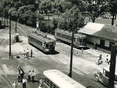 Streetcars arriving at Lakeside Park