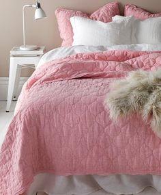 Sengeteppe Elmira i chambray av lin cm Ras El Hanout, Wells, Chambray, Comforters, Art Deco, Blanket, Furniture, Home Decor, Pictures