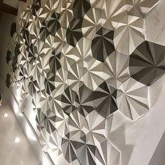 Revestimento Solis em três cores só na Maski você tem 1500 opções de cores @Regrann from @fernandapilloyinteriores -  Quase lá.  Projeto dos sonhos. @maskirevestimentos - #revestimento #cimenticio #maski #solis #design #decor #instadesign #interiordesign #homedesign #homedecor #arquitetura #tendencia #inspiracao #3d #sustentavel #sala #maskirevestimentos #surfacedesignawards16 #decoracao #suvinil #surfaces #design #decor #projetoTOP