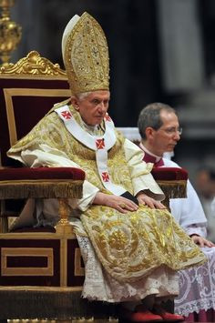The Pope was clad in vintage vestments from head to foot for the Feast of the Epiphany.  Papal clothing and liturgical practices in Cardinal Ratzinger / Pope Benedict XVI Forum