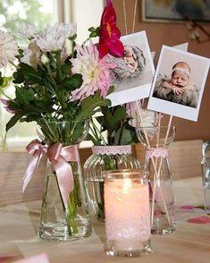 #dåb #barnedåb #dåbspynt #bordpynt #lyserød #pink #guld #pigefarver #vaser #polariod #pynt #dahlia #georginer #buket #blomster #tabledecor #tabledecoration #junibebserne2016