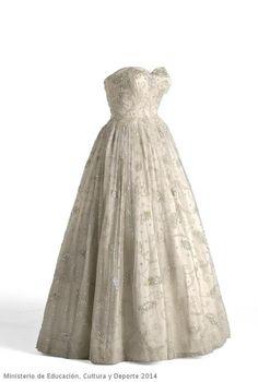 Evening Dress Cristobal Balenciaga, 1955-1960 Museo del Traje
