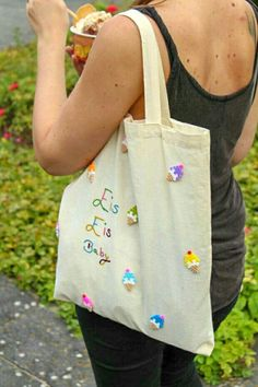 DIY Jutebeutel mit Bügelperlen | Kleine Eiswaffeln aus Perlen legen und bügeln | Eis Bügelbild auf einen Stoffbeutel nähen oder kleben | Stofftasche basteln | Sommer Hack | Süße Bügelbilder selber machen | Einkaufstasche für Eis | Einfache und süße Idee | Tasche pimpen  #beads #love #hama #bag #ice #icecream #waffle #summer #festival #chilling #selfmade #handmade #bags #diy #tinker #fashion Hypebeast Room, Best Friends Aesthetic, Urban Outfitters Clothes, Gigi Hadid Style, Pack Your Bags, Chill Outfits, Black Girl Fashion, Prada Bag, Clothing Patterns