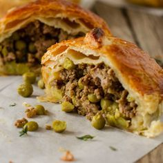 These Curried Mince & Garden Pea Pies are quick and easy to prepare. Mini Pie Recipes, Mince Recipes, Puff Pastry Recipes, Cooking Recipes, Healthy Recipes, Easy Cooking, Curry Pie Recipe, Curry Recipes, Beef Pies