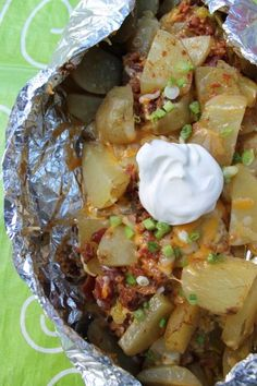 If you are looking for a delicious camping recipe then you have come to the right place! Seriously, these Loaded Campfire Potatoes are to die for! So yummy, so tasty, so easy you are going to want to add them to your camping meal planning Campfire Potatoes, Campfire Food, Campfire Recipes, Easy Campfire Meals, Easy Meals, Camping Meal Planning, Camping Checklist, Camping Essentials, Camping Dinner Ideas
