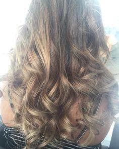 Ya se nos acaba el finde... Pero tranquilos! El Lunes tambien puede ser un buen dia #bonanit #imperfectsalon #sitges #beauty #hair #balayage #curl #ghd