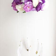 Handmade flower mobile #madeinaustralia #mums #nurserydecor #mumsofinstagram #handmade #handmadeinaustralia #flowers #floral #feathers #boho #baby #bohemian #bedroomdecor #bedroominspo #mobile #charlotterosecollection