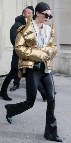 Kendall Jenner leaves the Chanel Haute Couture Spring Summer 2017 show as part of Paris Fashion Week on January 24 2017 in Paris France Kardashian Kollection, Khloe Kardashian, Robert Kardashian, Autumn Fashion Casual, Winter Fashion, Paris Fashion, Kendall Jenner Estilo, Vogue, Haute Couture Fashion