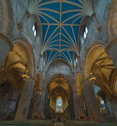 Visit the stunning St Giles Cathedral | 16 Ways To Experience Edinburgh On The Cheap