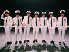 """[FOTO] 15.01.09 Otra foto de #BTS subida a la cuenta de @bts_bighit para promocionar el video """"intro performance trailer"""" que fue subido al canal de BigHit."""
