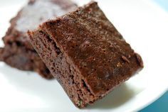 Easy Chocolate Fudge Brownies | Prep time: 10 min Cook time: 25 min Ready in: 35 min Yields: 20 Brownies Ingredients  - 4 eggs  - 2 teaspoons vanilla - 2 cups sugar - 1 1/2 cups flour - 1 1/4 cups margarine - Optional: nuts (any kind)
