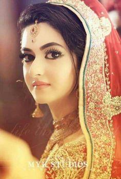 Simple and lovely but most beautiful bride haya niazi Pakistani Bridal Makeup, Pakistani Wedding Dresses, Indian Bridal, Wedding Sarees, Bridal Makeup Looks, Bridal Looks, Bridal Style, Beautiful Girl Image, Beautiful Bride