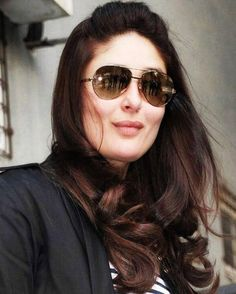 Kareena Kapoor Khan reveals how she is losing all the post-pregnancy weight in this video. Daily Beauty Tips, Beauty Tips In Hindi, Beauty Hacks, Bollywood Celebrities, Bollywood Fashion, Bollywood Actress, Bollywood Makeup, Bollywood Outfits, Bollywood Girls