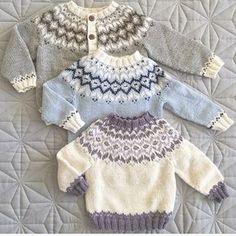 Same, same, but different! Baby Boy Knitting Patterns, Baby Cardigan Knitting Pattern, Knitting For Kids, Knitting Designs, Baby Patterns, Knit Patterns, Free Knitting, Knit Baby Sweaters, Knitted Baby Clothes