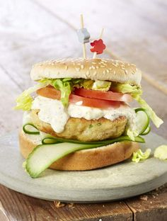 Huisgemaakte visburger met kappertjesyoghurt | Colruyt