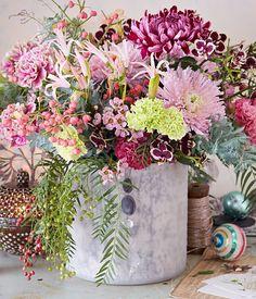 Nerine, Mimosengrün, Orchidee, Nelken, Wachsblume, grüne Nelke, Chrysantheme, Pfaffenhütchen, Falscher Pfeffer, rosa Chrysantheme