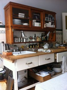 10 Designs Perfect for Your Small Kitchen - Site Home Design Kitchen Dining, Kitchen Cabinets, Liquor Cabinet, Homemade, Rustic, Storage, Table, House, Furniture