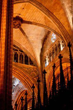 Avinguda de gaud nadal a barcelona catalonia catalonia for Interior de la catedral de barcelona