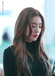 Irene-Redvelvet 181019 Incheon Airport to singapore Seulgi, Korean Girl, Asian Girl, Rapper, Red Velvet Irene, Beautiful Asian Women, Ulzzang Girl, Korean Beauty, Hair Inspo