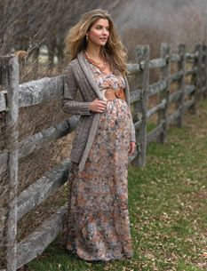 love this fall maternity look