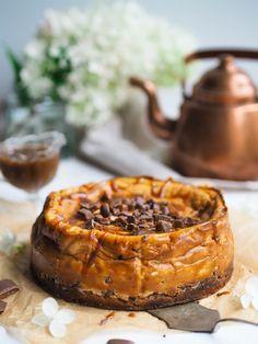 Paistettu Daim-juustokakku (gluteeniton) Most Delicious Recipe, Always Hungry, No Bake Desserts, Camembert Cheese, Cake Decorating, Cheesecake, Deserts, Goodies, Food And Drink