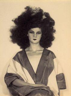 Helen Tamiris, 1929 photo Man Ray Helen Tamiris (1905 - 1966) Chorégraphe a été (brièvement) une disciple d'Isidora Duncan