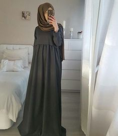 Dress simple hijab abayas 24 ideas for 2019 Islamic Fashion, Muslim Fashion, Modest Fashion, Fashion Outfits, Simple Hijab, Hijab Style Dress, Mode Abaya, Hijab Fashion Inspiration, Stylish Dress Designs