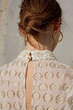 Hoop earrings: the return of a timeless basic