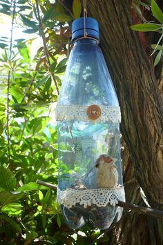 comedero de pájaros con botella reciclada