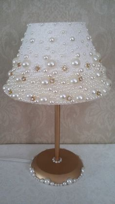 Dome lamp covered in fabric, with pearls and stras.- Abajur com cúpula revestida em tecido, com pérolas e stras. Dome lamp covered in fabric, with pearls and stras. Lamp Shade Crafts, Diy Para A Casa, Diy Luminaire, Pearl Crafts, Shabby Chic Lamp Shades, Lamp Cover, Diy Chandelier, Button Crafts, Diy Home Crafts
