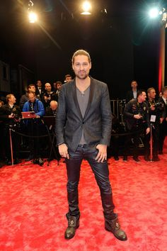 David Garrett Photos Photos - David Garrett arrives at the GQ Men of the Year Award at Komische Oper on November 7, 2013 in Berlin, Germany. - Arrivals at the GQ Men of the Year Award in Berlin