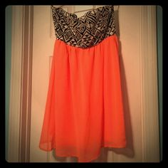Coral and Aztec Dress Adorable dress! It is in great condition. There is no wear and tear, not snags on this dress! There is no fading on this dress either! It's been worn 2 times, but it still looks basically brand new! Cantata Dresses Strapless