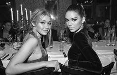 No solo comparten una amistad sino que también comparten un estilo similar. Te mostramos algunos looks de las jóvenes modelos que se asemejan.