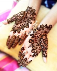 Best 11 Mehndi henna designs are always searchable by Pakistani women and girls. Women, girls and also kids apply henna on their hands, feet and also on neck to look more gorgeous and traditional. Henna Hand Designs, Mehndi Designs Finger, Basic Mehndi Designs, Latest Bridal Mehndi Designs, Mehndi Designs For Girls, Mehndi Designs For Beginners, Wedding Mehndi Designs, Mehndi Designs For Fingers, Henna Tattoo Designs