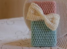 crochet bow iphone cover/ cozy. Beautiful colour, cute n elegant at the same time