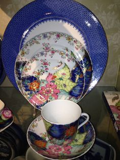 Belclaire House: Guest Post: Bering's Hardware - Fine China Tobacco Leaf by Mottahedeh, with a Blue Lace charger by Mottahedeh