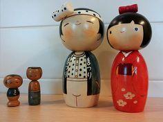 """#Kokeshi, nella versione tradizionale  (originaria della regione di Tohoku) e nella versione creativa (diffusasi in tutto il Giappone dopo la seconda guerra mondiale). Si tratta di #bambole  tradizionali giapponesi, realizzate in legno e dipinte a mano. Considerate #portafortuna, vengono regalate a persone care per scacciare la cattiva sorte.  In Giappone, e non solo, sono ricercati oggetti da #collezione. Ma perché le persone collezionano oggetti? #BenjaminWalter scriveva """"Ciò che nel ..."""